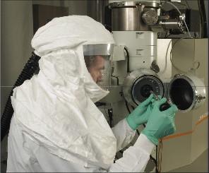 Dụng cụ bảo hộ cá nhân dùng trong phòng an toàn sinh học